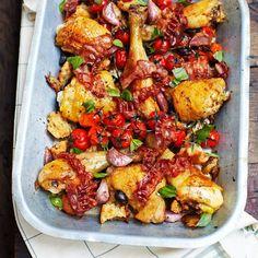 Lekker makkelijk – gooi alles in een grote braadslee en bakken maar!    1 Verwarm de oven voor op 180 ºC. Neem een diepe braadslee waar alle kip in een enkele laag in past. Scheur de ciabatta in stukjes en leg die in de braadslee met de kip,...