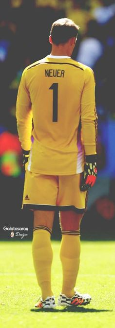 Manuel Neuer ♥ wow, he's really really big.