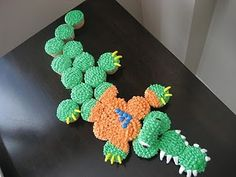 A cupcake Gator! All of the gator fans will love this... To bad i wouldn't want to eat it bc it looks so pretty! haha
