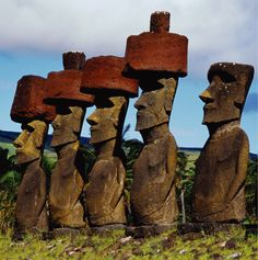 Moai statues with hat (Pukao), Easter Island, Chile. Ancient Mysteries, Ancient Ruins, Ancient Art, Ancient History, Camping Au Quebec, The Places Youll Go, Places To See, Chile, Statues