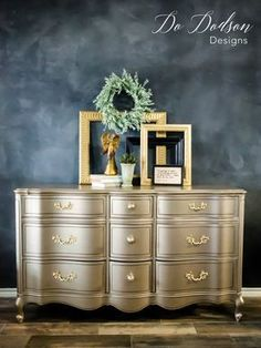 Using metallic paint for furniture can really make a statement when you're looking for that wow factor. #dododsondesigns #metallicpaintforfurniture #metallicpaint #furnituremakeover #paintedfurniture