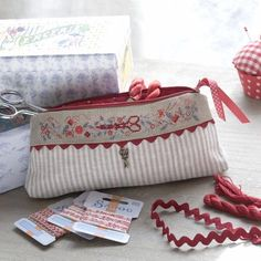 Cross stitch on banding zipper pouch (and look closely, it also has a scissor charm attached) Surface embroidery ideas to stitch Cross Stitching, Cross Stitch Embroidery, Cross Stitch Patterns, Machine Embroidery, Zipper Bags, Zipper Pouch, Patchwork Quilt, Embroidery Supplies, Embroidery Ideas