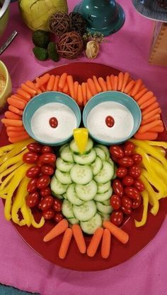 Good vegetable tray for a Halloween party Owl Veggie: