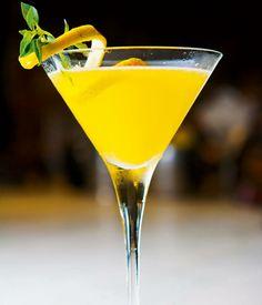 O drink Mimosa é muito fácil de fazer: sirva meia taça com suco de laranja e complete com um bom espumante! #wine #vinho #drink