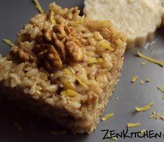 Ingredienti (per 2 persone): 160 g di riso integrale 10 gherigli di noci la buccia di mezzo limone zenzero a piacimento 1 cucchiao di shoyu olio evo sale q.b.