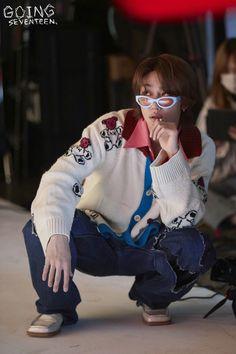[V+GOING] GOING SEVENTEEN 2020 EP.46 BEHIND CUT | GOING #1 Woozi, Jeonghan, Going Seventeen, Seventeen Album, Seventeen Memes, Vernon, Kpop, Seventeen Minghao, Hip Hop