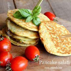 Pancake con zucchine ricetta facile e veloce.E' la ricetta base dei pancakes salati che potete arricchire a piacere, io ho preferito le zucchine grattugiate