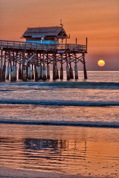 Tiki Bar Sunrise, Cocoa Beach Pier, Cocoa Beach, Florida, USA