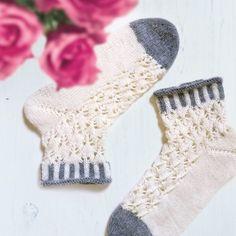 Knitting Socks, Knit Socks, Mittens, Knitwear, Knit Crochet, Pattern, Inspiration, Sneaker, Fashion