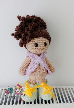 Brincarcom bonecas e trocar suas roupinhas é algo maravilhoso, né gente?Isso éuma necessidade para qualquer criança que adore suas bonecas. Para as bonecas feitas industrialmente existem à venda…