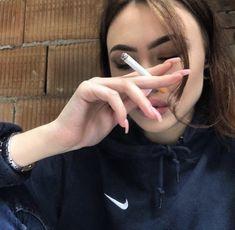 Smoking Ladies, Girl Smoking, Smoking Weed, Tan Tumblr, Girls Smoking Cigarettes, Cute Couples Goals, Girls World, Aesthetic Girl, Cool Girl