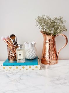 Some rose gold homeware from my bedroom that I LOVE! I picked this vase up from TK Maxx for and this makeup brush holder was only from H&M! Rose Gold Rooms, Rose Gold Decor, Gold Palette, Copper Rose, Tk Maxx, Home Decor Inspiration, Sweet Home, Room Decor, Makeup Brush