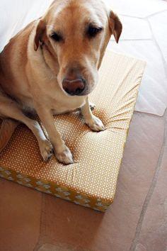 Big square dog bed tutorial.