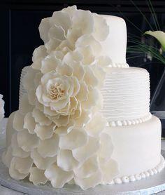 all-white wedding cake All White Wedding, Our Wedding, Dream Wedding, White Weddings, Wedding Bells, Gorgeous Cakes, Amazing Cakes, Victorian Wedding Cakes, Bakery Shop Design