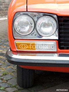 Doppelscheinwerfer einer französischen Peugeot 504 Limousine der Siebzigerjahre in Wettenberg Krofdorf-Gleiberg