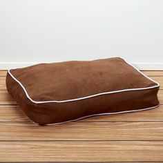 Iconic Pet - Luxury Buster Pet Bed - Cocoa - Xlarge - Dimensions: 48x36x5Buster pet beds are luxury beds generously filled with 100% polyester fiber to offer cozy cushioning. Perfect for pets of any size. Its high quality thick faux suede cover can be easily removed and washed.Designed with elegant faux suede exteriorDouble-sewn boxed edges with contrast cording adds eleganceReversible design ensures durabilityZip-off cover allows easy cleaningPerfect bed for all seasonsMachine or hand…