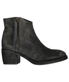 Graue Damen Stiefelette von Unisa #shoes #fashion #boots #engelhorn #fall #styles