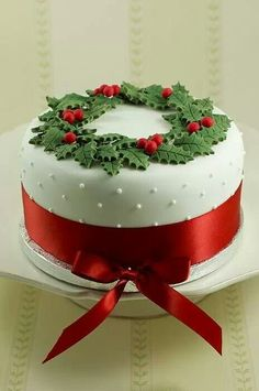 .Already made my Xmas cake with all ingredients from # Aldi,hope I can decorate it like this #AldiChristmasEssentials