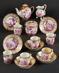 Lot : SEVRES – Déjeuner en porcelaine dure comprenant une théière Calabre couverte, un[...] | Dans la vente Porcelaines Anciennes à Pescheteau-Badin