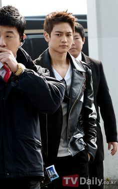 Minho : That serious face, I can't take it cause it's so damn freaking hot!