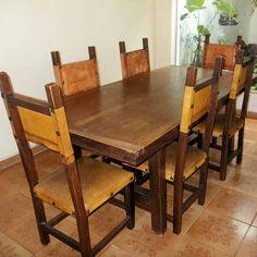 Mesa de Jantar de madeira maciça e rústica. Acompanham 06 cadeiras de madeira com assento e encosto em couro legítimo. Tamanho: 2,00 m X 1,00 m. Preço: R$ 4.000 à vista.  FaleCom@antoniobaiano.com.br