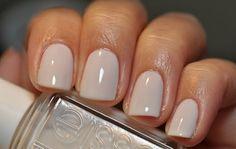Schlicht und einfach weiss - Weisse Nägel passen perfekt zu jedem Outfit und sind diesen Sommer der totale Renner