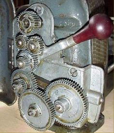 How the lathe works. Names of lathe parts. Lathe Machine Parts, Lathe Parts, Diy Lathe, Small Lathe, Machinist Tools, Drill Guide, Industrial Machine, Sears Craftsman, Garage Tools
