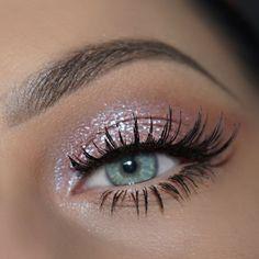 Bunter Regenbogen 30 Augen Make-up - maquillage - Colorful rainbow 30 eye makeup - maquillage - A prospect of a paper Makeup Eye Looks, Eye Makeup Art, Eye Makeup Remover, Eyeshadow Makeup, Makeup 101, Makeup Ideas, Motives Makeup, Makeup Brushes, Makeup Geek
