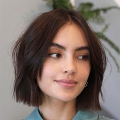 50 Hairstyles for Round Faces from Classic to Modern - Hair Adviser