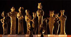 Pequenas figuras de divindades, II milênio a.C., Museu do Louvre, Paris.