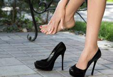 Some companies want women to wear high heels. Vicks Vaporub, Fashion For Petite Women, Womens Fashion For Work, Fashion Boots, Sneakers Fashion, Fashion Edgy, Stiletto Heels, High Heels, Grunge