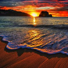 Beautiful Sunset  - By Undertow851 @ Flickr CC. - Pixdaus