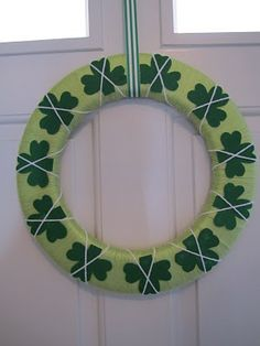 St. Patty's Day yarn wreath project #tutorial....can do this for xmas with trees, hearts for valentines day, flags for 4th, etc