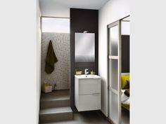 Des marches pour accéder à la douche à l'italienne - Une salle de bains de 3 m2, dix possibilités d'aménagement