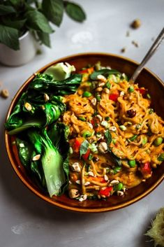 Squash and Zucchini Peanut Curry with Rice Noodles Vegan Dinner Recipes, Vegan Dinners, Vegetarian Recipes, Healthy Recipes, Fit Meals, Vegan Snacks, Yummy Recipes, Diet Recipes, Healthy Food