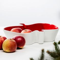 Porcelánová mísa SAGAFORM Apple  SAGAFORM Apple - porcelánová mísa na ovoce  Porcelánová mísa ve tvaru jablčka. Skvělý dárek k Vánocům. Toto jablčko ve tvaru mísy je dodáváno v pěkné dárkové krabičce.   Velikost: 27 x 23 cm Materiál: Porcelán