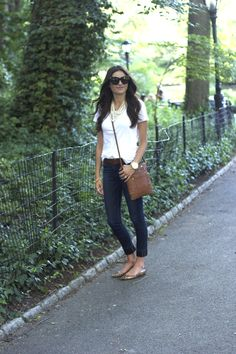 plain white t with skinny jeans and flats