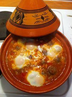 """750g vous propose la recette """"Tajine de kefta aux œufs traditionnel"""" notée 4/5 par 44 votants."""
