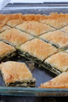 Spanakopita (Greek Style Spinach and Phyllo Pie) Vegetarian Recipes, Cooking Recipes, Healthy Recipes, Spanakopita Recipe, Greek Dishes, Side Dishes, Greek Cooking, Mets, Quiches