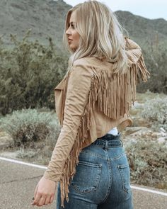 A woman wants her cowboy, like he wants his rodeo ✨✨ . A woman wants her cowboy, like he wants his rodeo ✨✨ . Cowgirl Outfits, Chic Outfits, Fashion Outfits, Western Outfits Women, Preppy Outfits, Fringe Fashion, Boho Fashion, Cactus Rose, Westerns