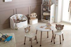 Potešte svoje dieťa štýlovým nábytkom. Príťažlivá detská izba s motívom rozprávky Macko PUFF. Zostava sa skladá z okrúhleho stolíka, dvoch stoličiek, box