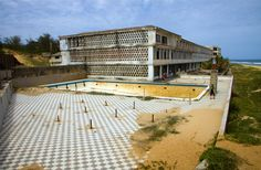chongoene ghost hotel mozambique - Yahoo Image Search Results Istanbul Hotels, Abandoned, Garage Doors, Outdoor Decor, Theatre, Image Search, Home Decor, Book, Left Out