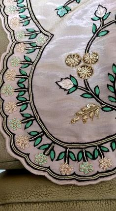 Hand Embroidery Patterns Flowers, Hand Embroidery Dress, Border Embroidery Designs, Embroidery Suits Design, Couture Embroidery, Embroidery Fashion, Fancy Dress Design, Stylish Dress Designs, Saree Floral