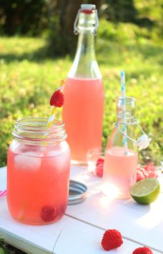 Raspberry-lemon flavored water - The magic cocoon - Trend Cocktail Recipes 2019 Cocktail Recipes, Cocktails, Champagne Cocktail, Home Food, Infused Water, Hot Sauce Bottles, Raspberry, Beverages, Lemon