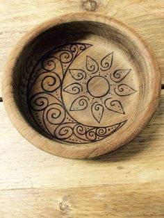 awesome Sun moon and stars trinket dish, natural wooden bowl, teak bowl designed by hand, decorated using pyrography, key storage, coin tray, mystic