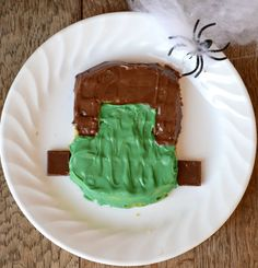 Make your kids a fun Halloween breakfast with these Frankenstein Waffles