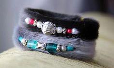 Inuit made sealskin bracelets by Rachèle Butikofer Diy Jewelry, Beaded Jewelry, Jewelery, Beaded Bracelets, Necklaces, Native Beadwork, Native American Fashion, Sewing Studio, Sell Items