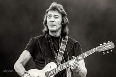 Guitar God, Steve Hackett, one of the most underrated guitar player, ever. Some of his playing give me chills. Absolutely spine tingling.