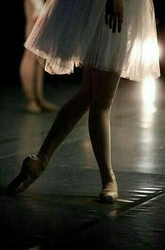 ballet is beautiful movements that make you look elegant, and feel graceful Ballet Pictures, Dance Pictures, Dance Images, Tutu, Shall We Dance, Lets Dance, Ballet Art, Ballet Dancers, Dance Poses