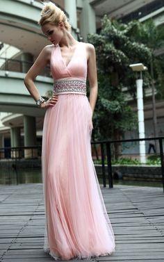 Vestido longo rosa.